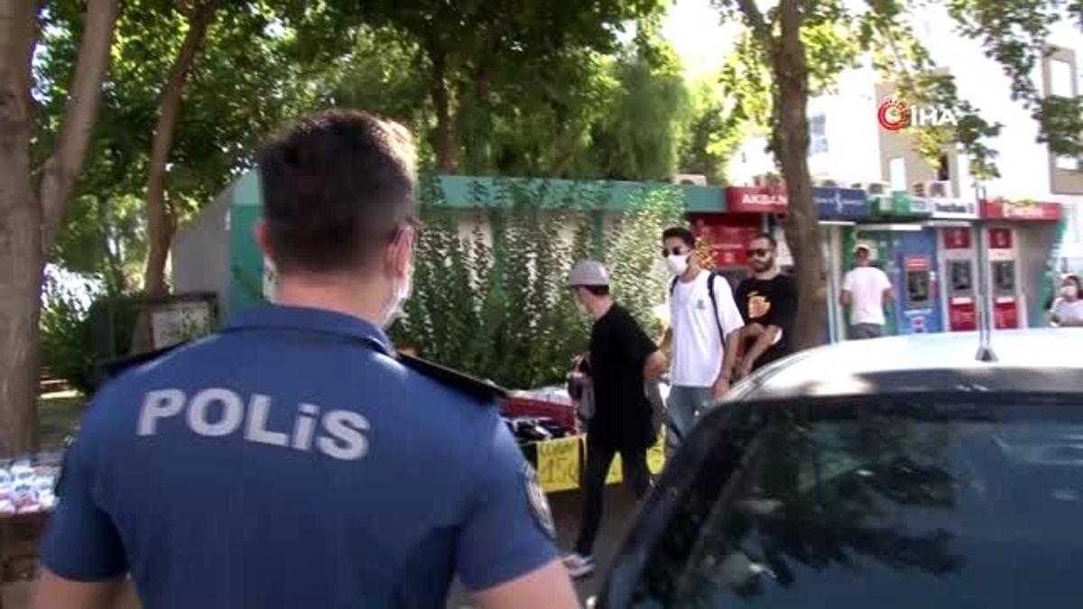 Salgını görmezden gelenler polisi görünce maskeyi taktı