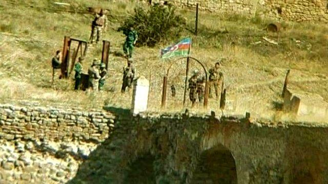 Son Dakika! Azerbaycan Cumhurbaşkanı Aliyev: Tarihi Hudaferin Köprüsü'ne Azerbaycan bayrağı dikildi
