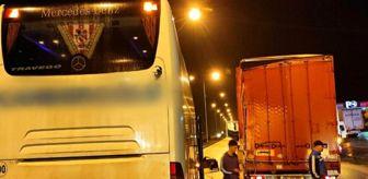 Trabzon: Samsun'da yolcu otobüsü tıra arkadan çarptı: 2 yaralı