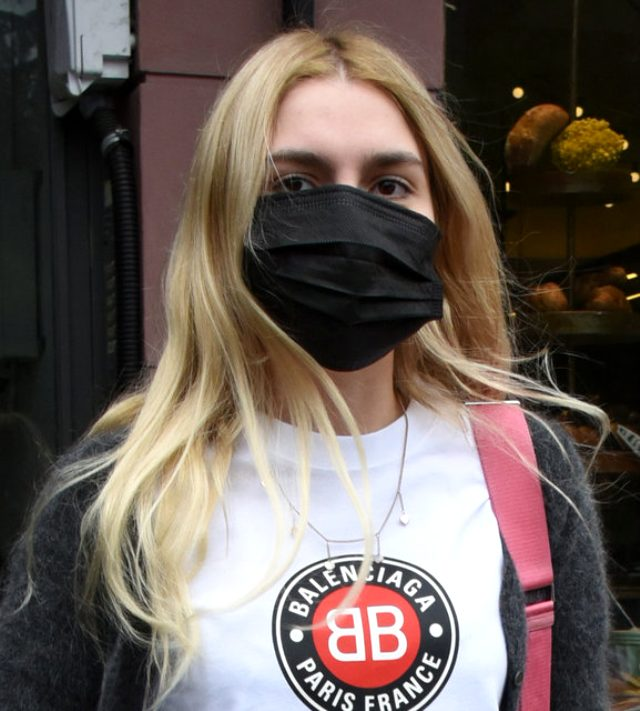 20 yaşındaki Aleyna Tilki, ilk kez sigara içerken görüntülendi