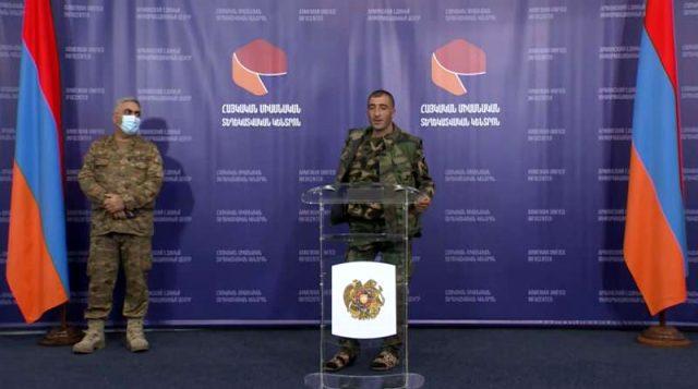 Azerbaycan'ın ağır darbe vurduğu Ermeni ordusunda moraller yerle bir! Basın toplantısına terlikle katıldı