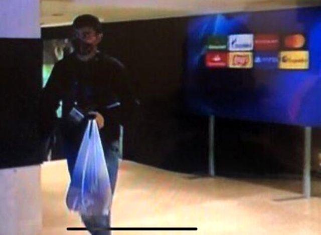 Barcelonalı Pedri, Ferencvaros maçına taksiyle geldi, elindeki market poşeti dikkat çekti