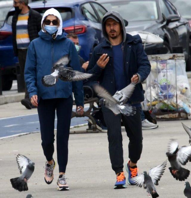Eşiyle görüntülenen Emre Belözoğlu'nun maske takmaması şaşkınlık yarattı