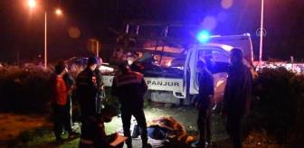 Samsun: Şarampole düşen kamyonetteki 2 kişi yaralandı
