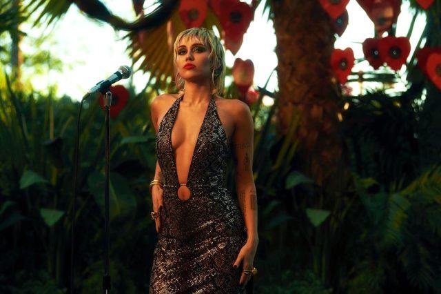 Skandallarla gündemden düşmeyen Miley Cyrus: Bizi uzaylılar kovaladı