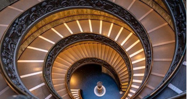 Rüyada merdiven çıkmak ne anlama gelir? Rüyada merdiven inmek ne demektir? Rüyada merdiven inmek ve çıkmak neye işarettir?