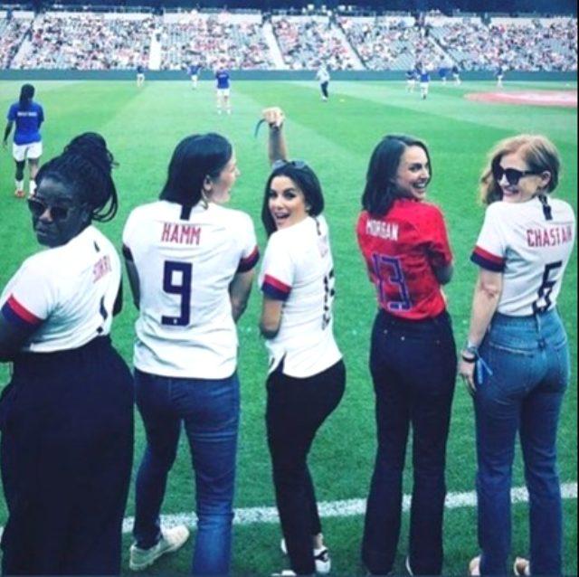 Ünlü oyuncu Natalie Portman, arkadaşlarıyla birlikte kadın futbol takımı kuruyor