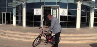 Bartın: Bisikleti ezilen Utku'ya Bakan Kasapoğlu'dan bisiklet hediyesi