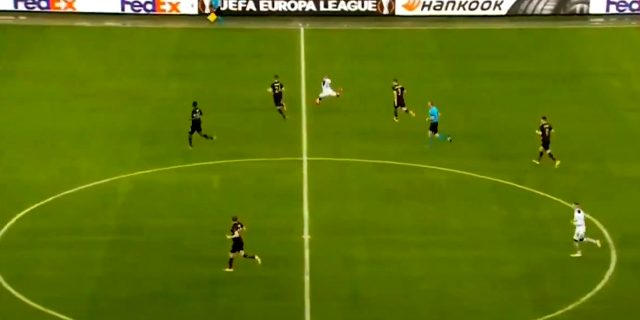 Kemar Roofe, orta sahadan attığı golle Avrupa Ligi'ne damga vurdu