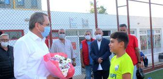 Çetinkaya: Ayvalık Belediye Başkanı Mesut Ergin geleceğin futbolcularıyla buluştu
