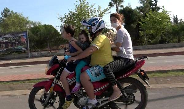 Son dakika haberleri | Motosiklet üzerinde 2'si çocuk 4 kişinin tehlikeli yolculuğu kamerada