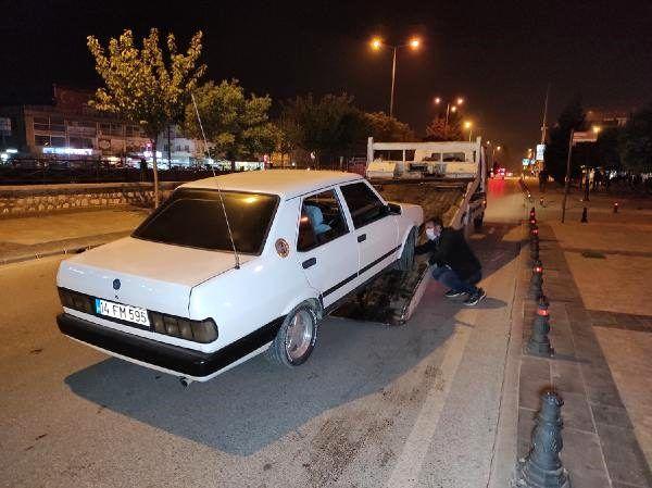 Polis kontrolünü görünce otomobilini bırakıp kaçtı