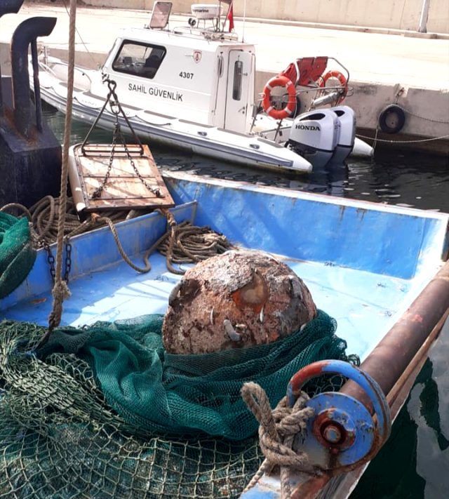 İstanbul Boğazı'nda büyük panik! Balıkçıların ağına Osmanlı döneminden kalma mayın takıldı