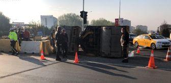 Tekirdağ: 12 tonluk silindir aracı indirilirken düştü