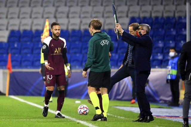 Başakşehir maçında sakatlanan Neymar oyuna devam edemedi
