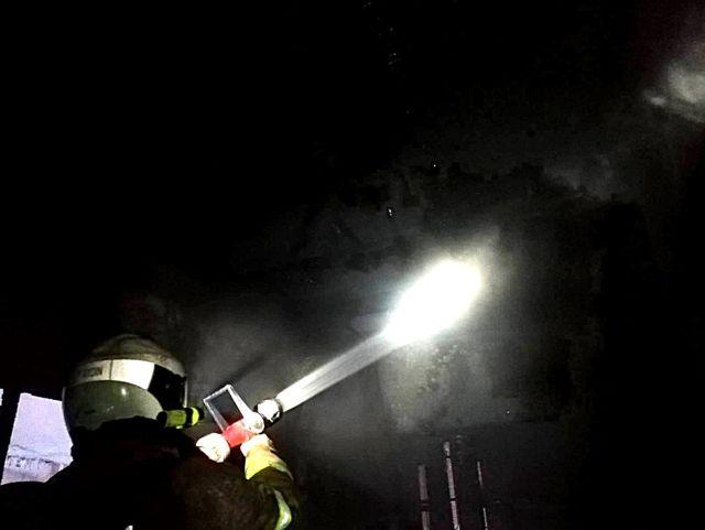 Edremit'te madde bağımlıları evi yaktı