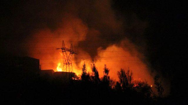 Hatay'da dün başlayan orman yangını sürüyor