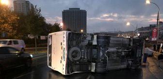 İstanbul: Gaziosmanpaşa'da servis midibüsü devrildi: 8 yaralı
