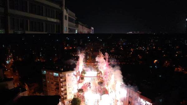 Mersin'de meşaleli, havai fişekli Cumhuriyet Bayramı kutlaması