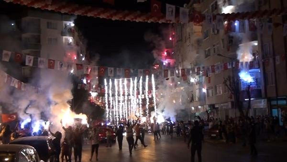 Mersin?de meşaleli, havai fişekli Cumhuriyet Bayramı kutlaması - Haberler
