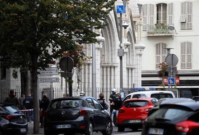 Son Dakika! Fransa'da kilise yakınında bıçaklı saldırı: 3 kişi hayatını kaybetti, çok sayıda yaralı var