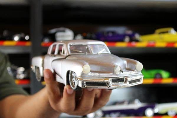 42 yılda 1000'in üzerinde oyuncak araba biriktirdi! Evinin bir odası müze