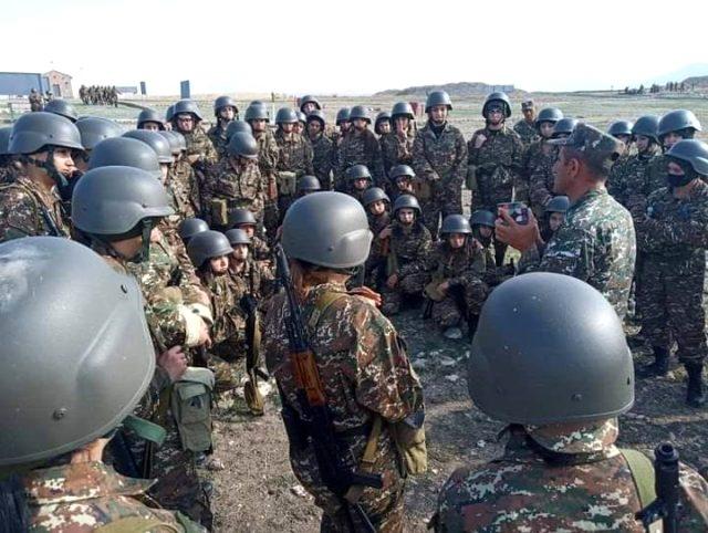 Azerbaycan ordusu karşısında çaresiz kalan Ermenistan, kadınları askere almaya başladı