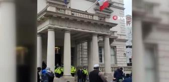 Londra: Son dakika: Fransa Cumhurbaşkanı Macron Londra'da protesto edildi