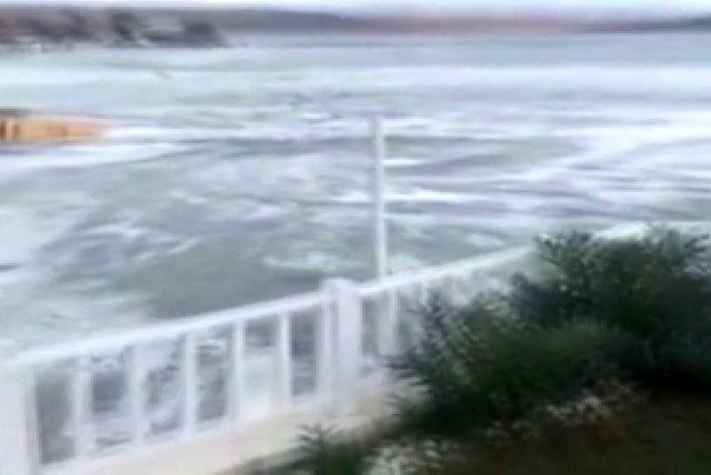 İzmir'deki depremde denizde meydana gelen girtap kameralara yansıdı