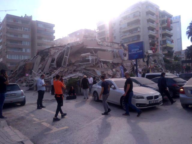 Son dakika: İzmir deprem görüntüleri! İzmir depreminde ölü var mı? Deprem şiddeti