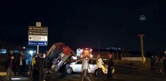 Samsun: Vezirköprü'de otomobil ile minibüs çarpıştı: 3 yaralı