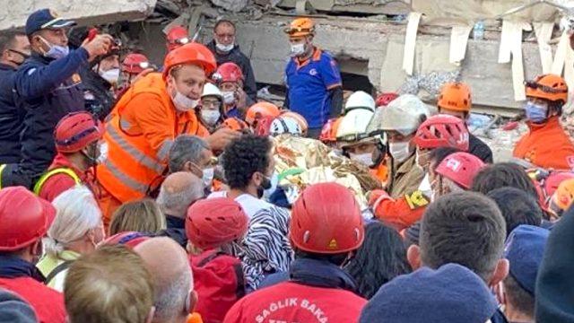 16 yaşındaki İnci depremden 17 saat sonra enkazdan yaralı olarak çıkarıldı