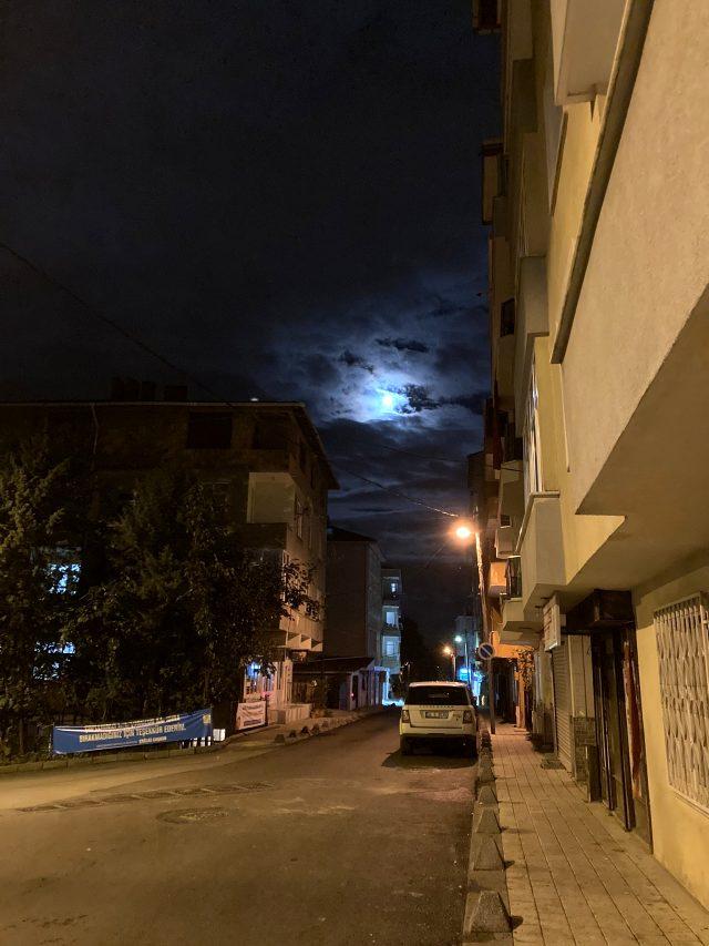 Depremin habercisi olduğu söylenen Mavi Dolunay İstanbul'dan görüldü