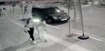 Osmaniye: Otomobilin çarptığı anne öldü, oğlu yaralanma anı kamerada