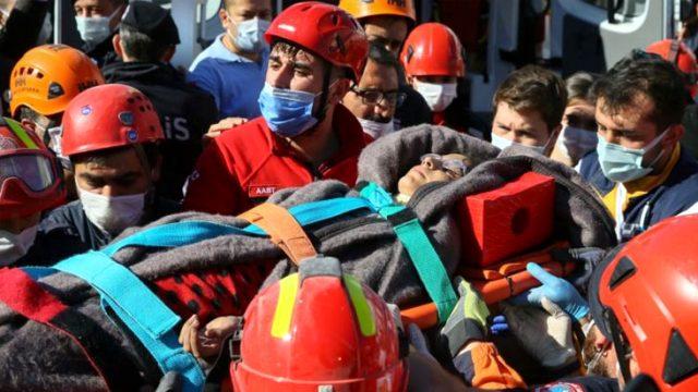 Son Dakika! İzmir'de 23 saat sonra gelen mucize! Anne ve 4 çocuğu enkaz altından çıkarılıyor