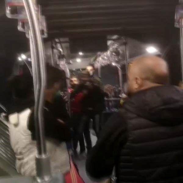 Son dakika haberi! Metrobüste dehşet anları; Bıçaklı kavga kamerada