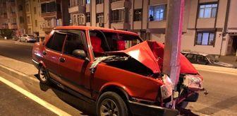 Fırat Üniversitesi: Otomobil direğe çarptı: 2 yaralı