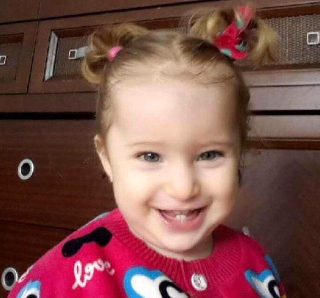 Son Dakika! İzmir'de 65 saat sonra 3 yaşındaki bir kız çocuğu enkazdan sağ çıkarıldı