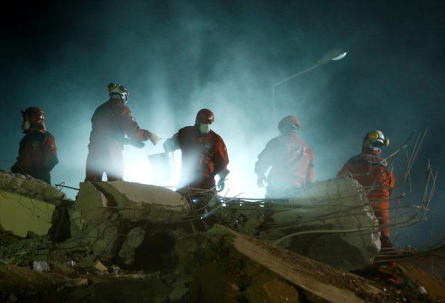 Son Dakika: İzmir'deki 6,6 büyüklüğündeki depremde can kaybı 73'e yükseldi