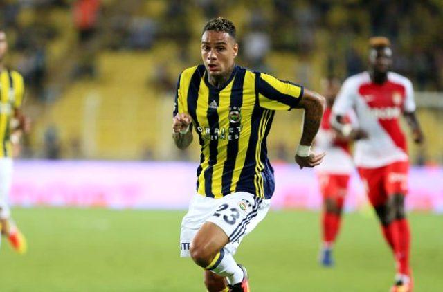 Eski Fenerbahçeli Van der Wiel, panik atak rahatsızlığı yaşadığını duyurdu