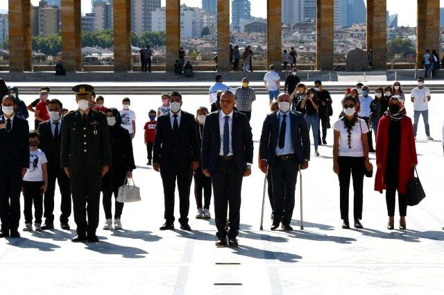 Abdulsamed Elçi ve beraberindeki partililer Anıtkabir'i ziyaret etti