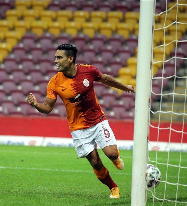 Galatasaray'da Radamel Falcao idmanı tamamlayamadı