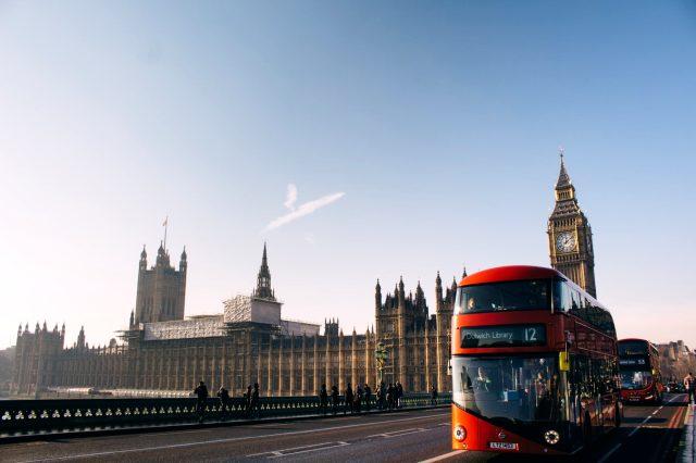 İngiltere nüfusu kaçtır? İngiltere bayrağı? İngiltere başbakanı kimdir? İngiltere kraliçesi kimdir? İngiltere para birimi nedir?