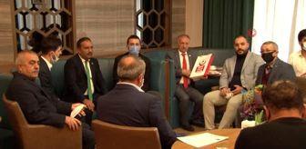 Serhat Şimşek: Karabağ Futbol Kulübü'ne, Kur'an-ı Kerim ve Türk Bayrağı hediye edildi