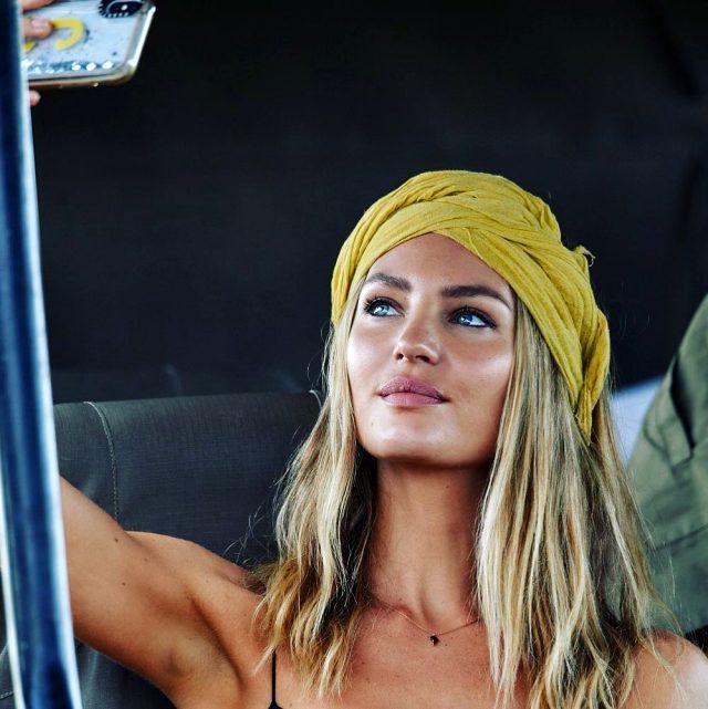 Dünyaca ünlü model Candice Swanepoel, sokak ortasında sütyensiz spor yaptı