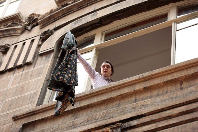 Masumlar Apartmanı izleyicileri ekrana kilitledi! Han, İnci'ye bir sırrını açıklıyor