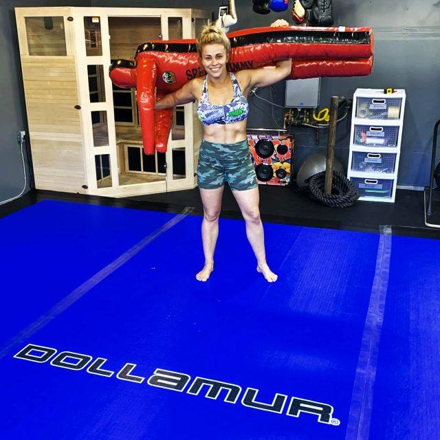 Dövüşçü Paige VanZant'tan, çıplak fotoğraflarını paylaşması için para gönderen hayranlarını üzen haber