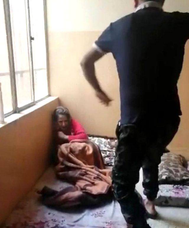 Vicdansız baba çocuklarını odaya kapatıp kemerle dövdü, o anları da kayda alıp karısına gönderdi