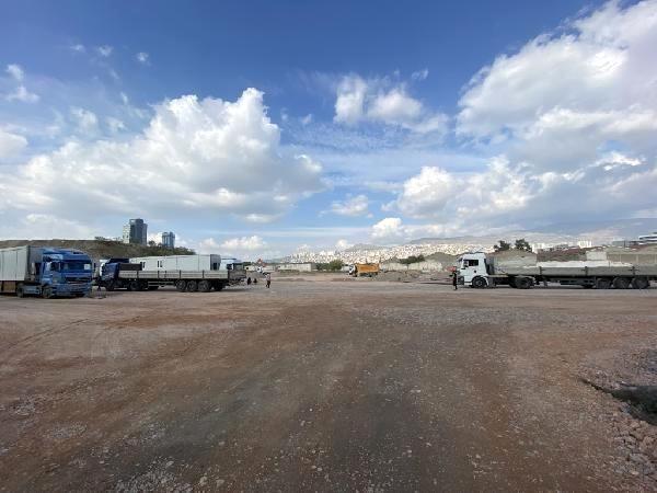 Depremzedeler için yapılan konteyner kentte çalışmalar sürüyor