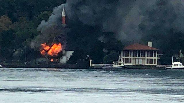 Son Dakika! Osmanlı'dan beri ayakta duran İstanbul'daki Vaniköy Camisi'nde yangın çıktı